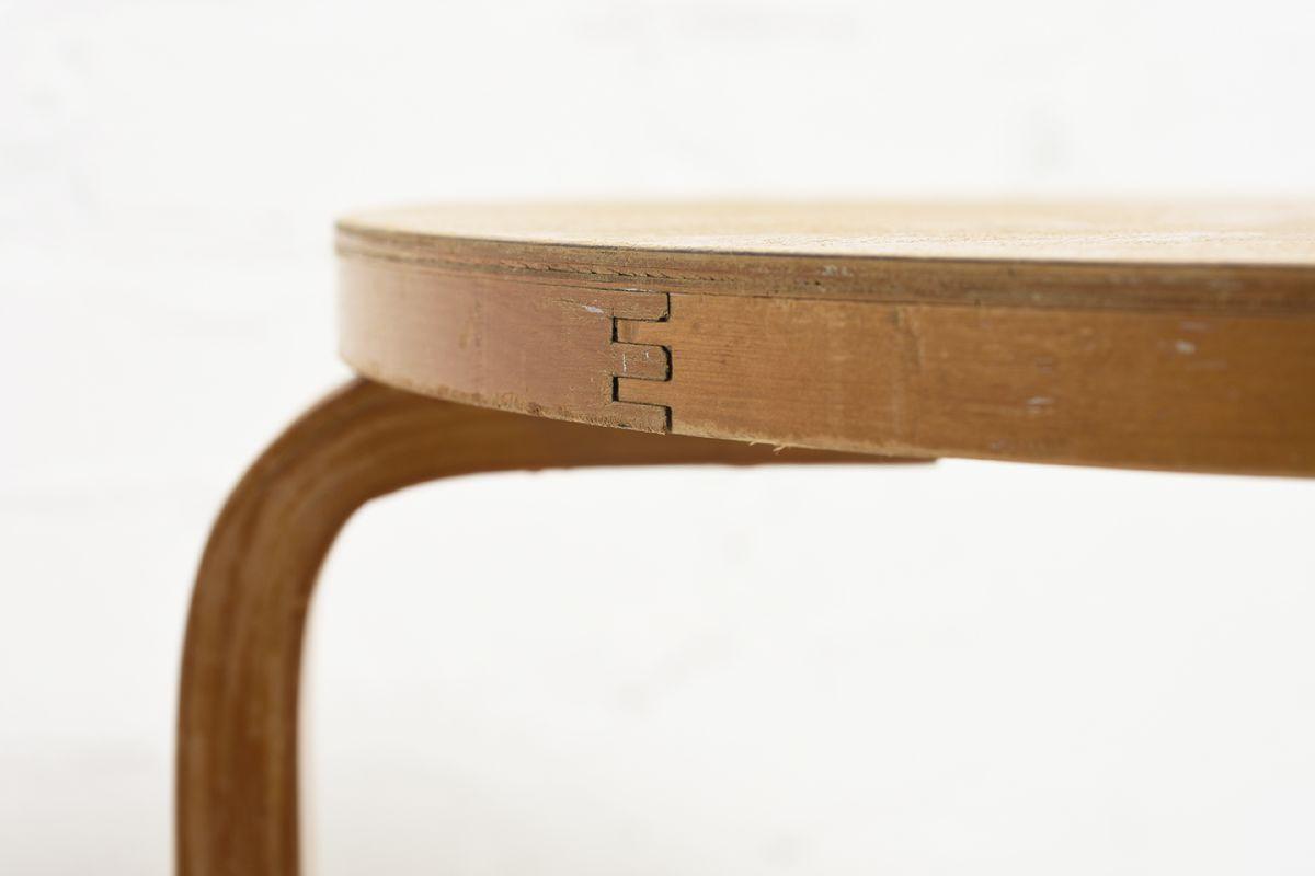 Aalto-Alvar-Club-Table-Birch_d72.5_detail6