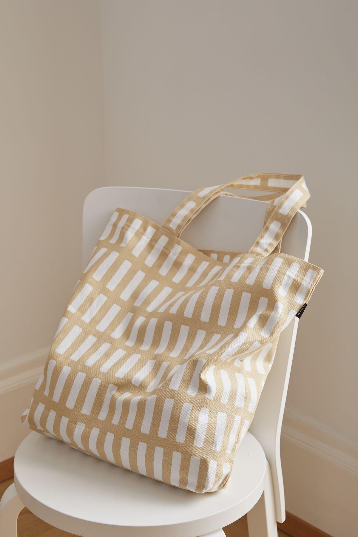 Siena_canvas_bag_sand_white_Chair_66_white-4688214