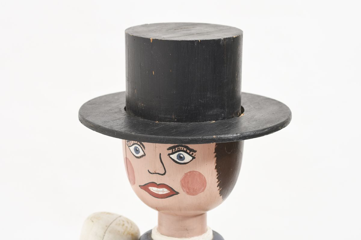 Anonymous-Wooden-Doll-With-Hat_detail3