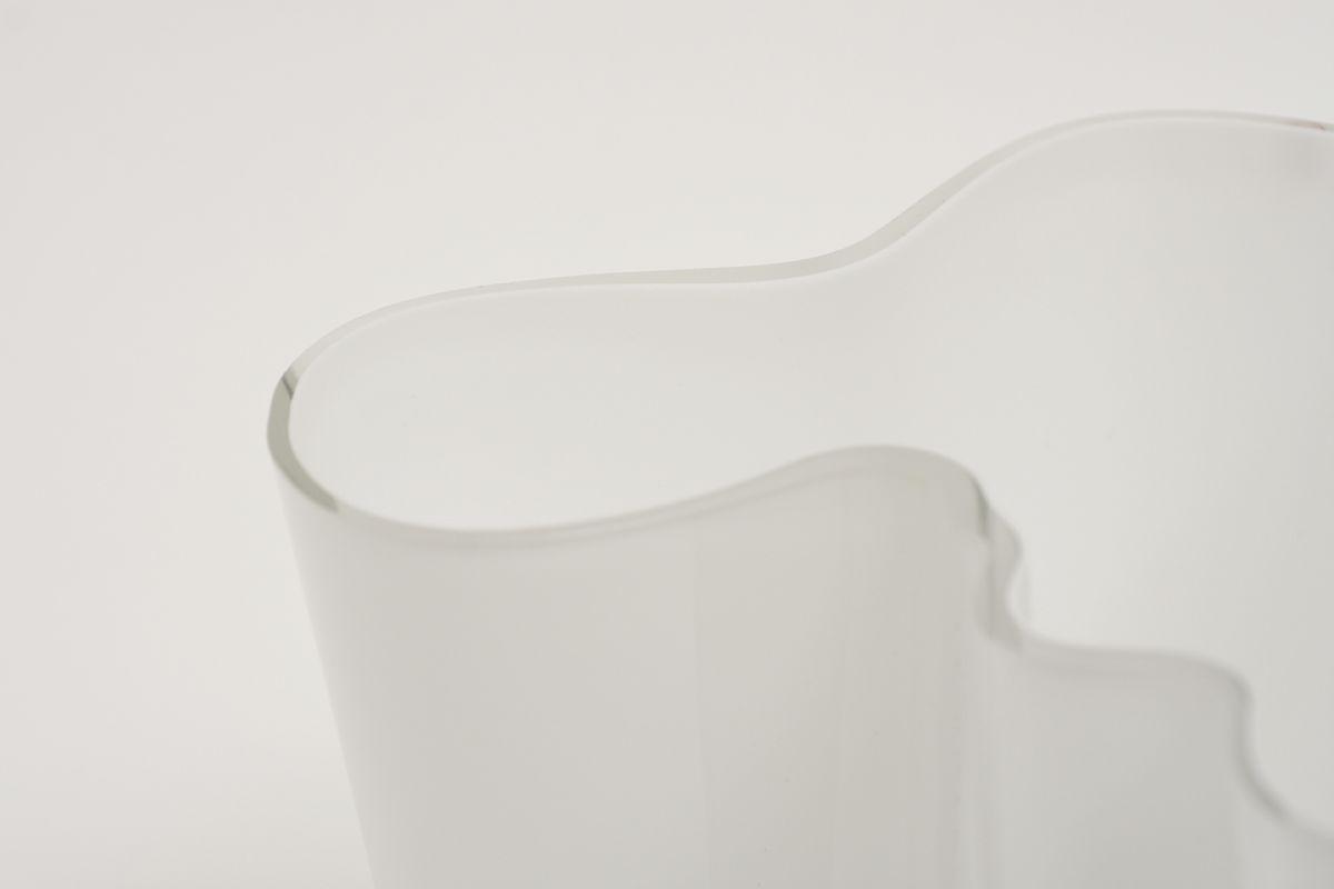 Aalto-Alvar-Savoy-Vase-Clear-White-16cm_detail1