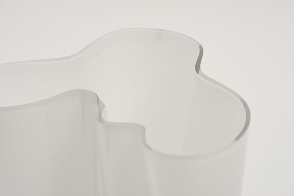 Aalto-Alvar-Savoy-Vase-Clear-White-16cm_detail3