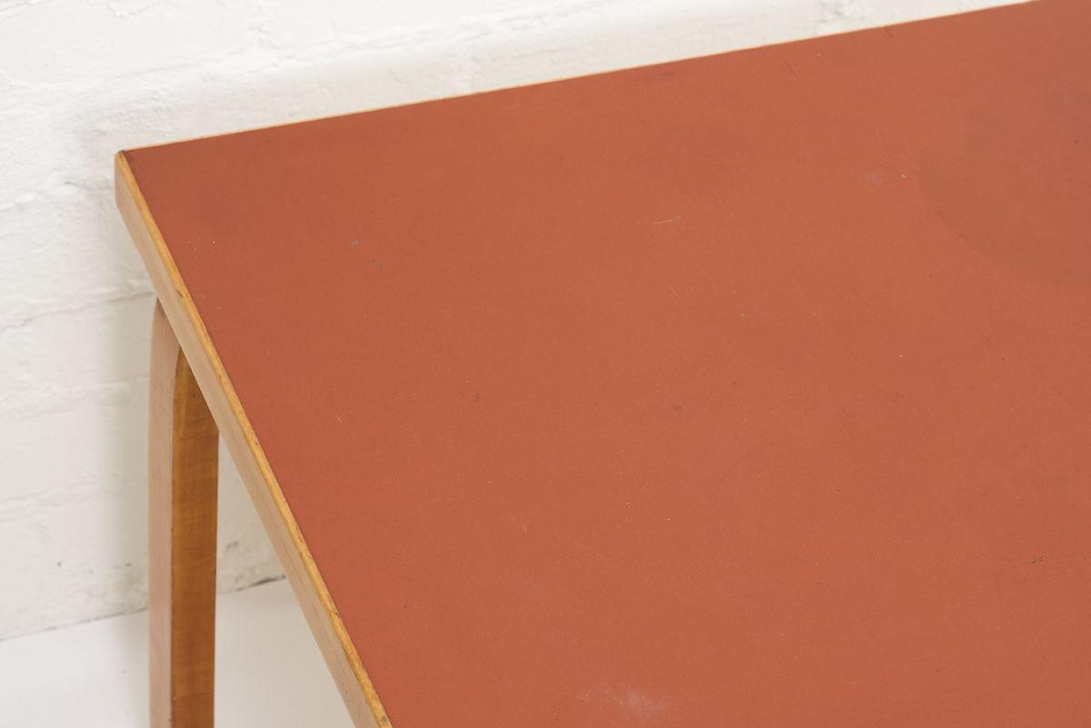 Aalto-Alvar-Coffee-Table-Red-Linoleum_detail2