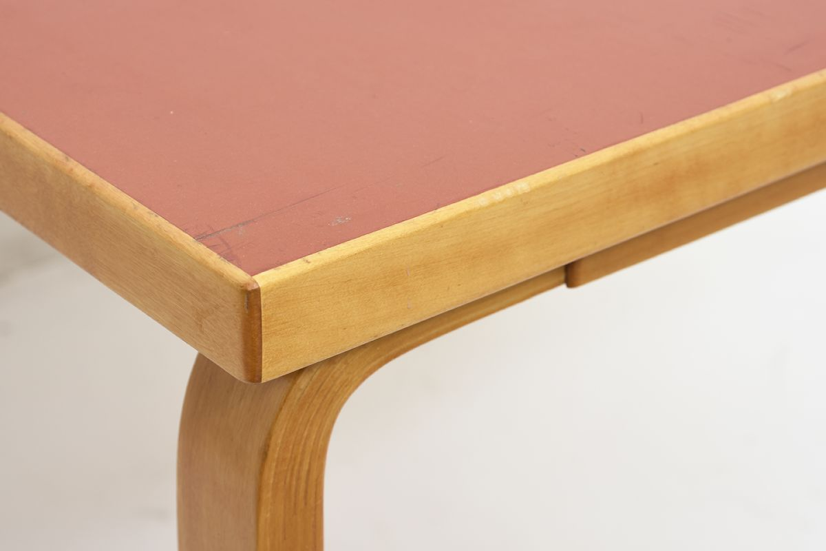 Aalto-Alvar-Coffee-Table-Red-Linoleum_detail4