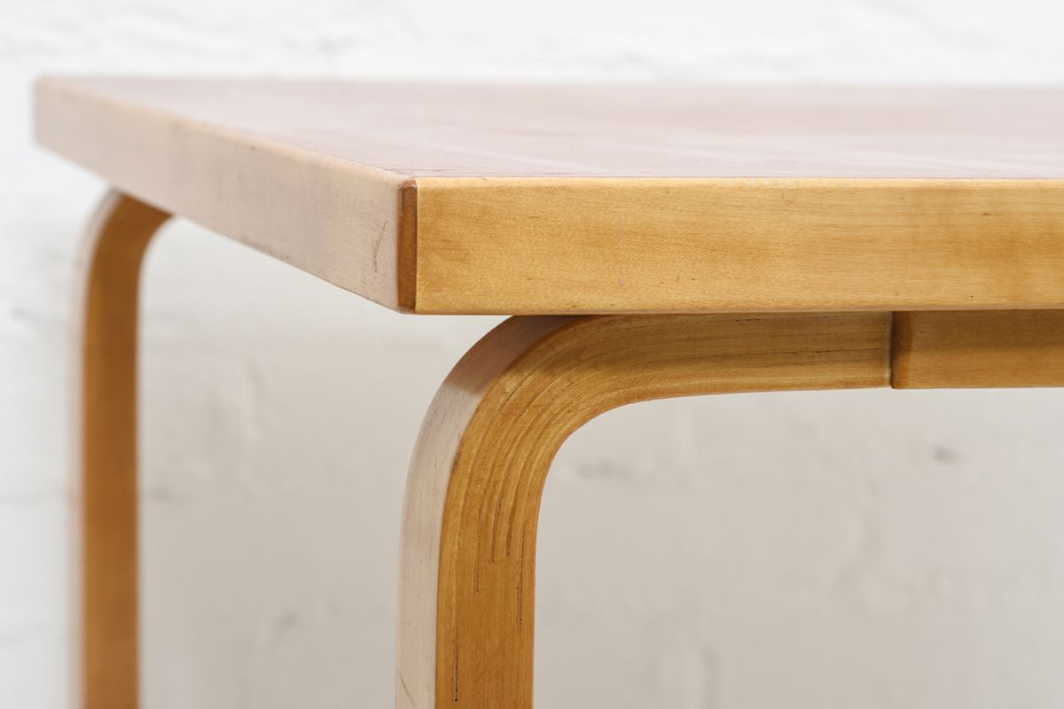 Aalto-Alvar-Coffee-Table-Red-Linoleum_detail6