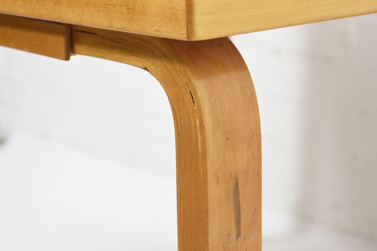 Aalto-Alvar-Coffee-Table-Red-Linoleum_detail7