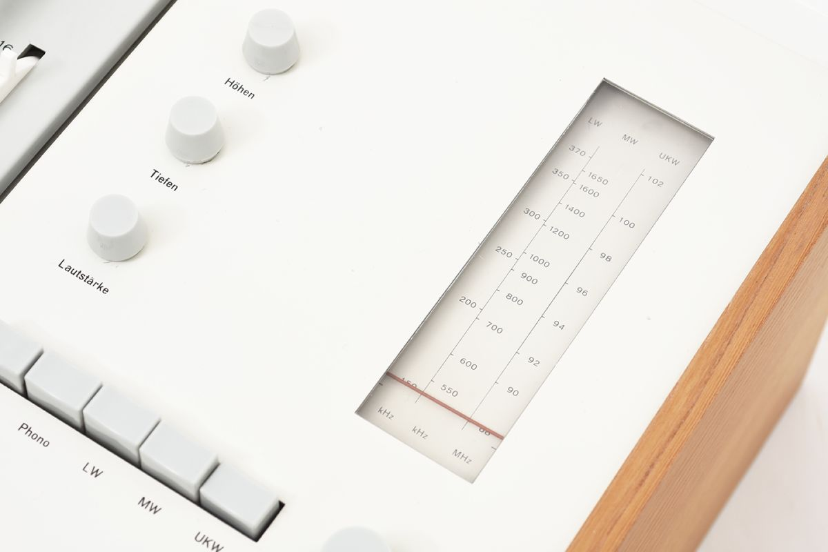 Rams-Dieter-Gugelot-Hans-Braun-Radio-Record-Player_detail2
