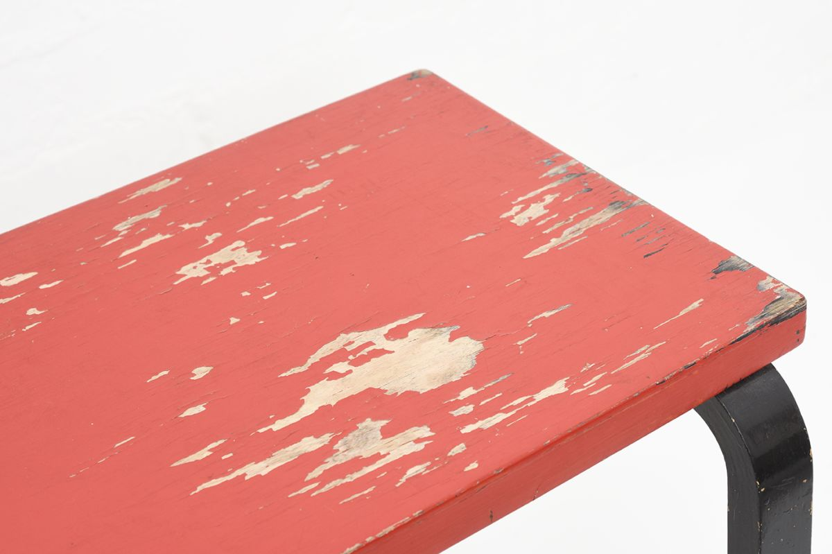 Aalto-Alvar-Painted-Side-Table-Red-Brack_detail1