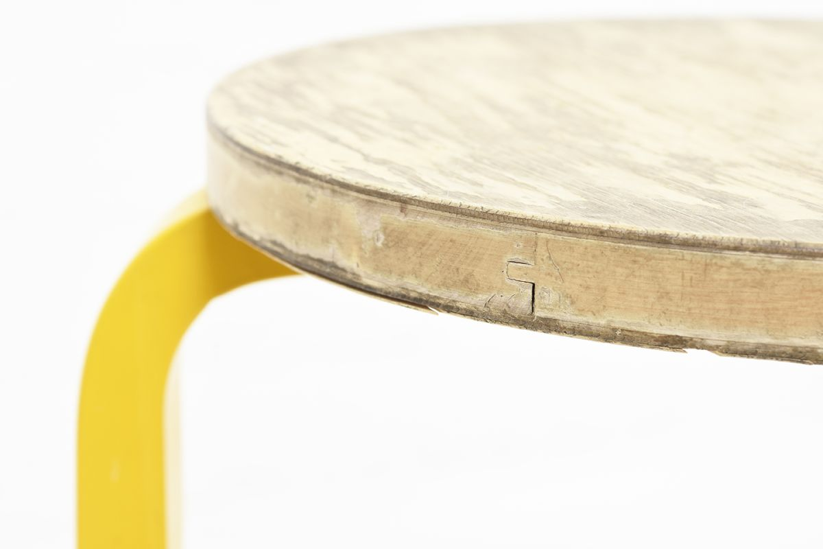 Aalto-Alvar-Stool60-Painted-Leg-Yellow_detail3