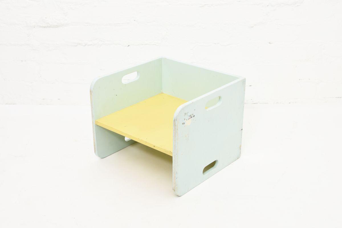 Anonymou-Turnable-Kids-Chair
