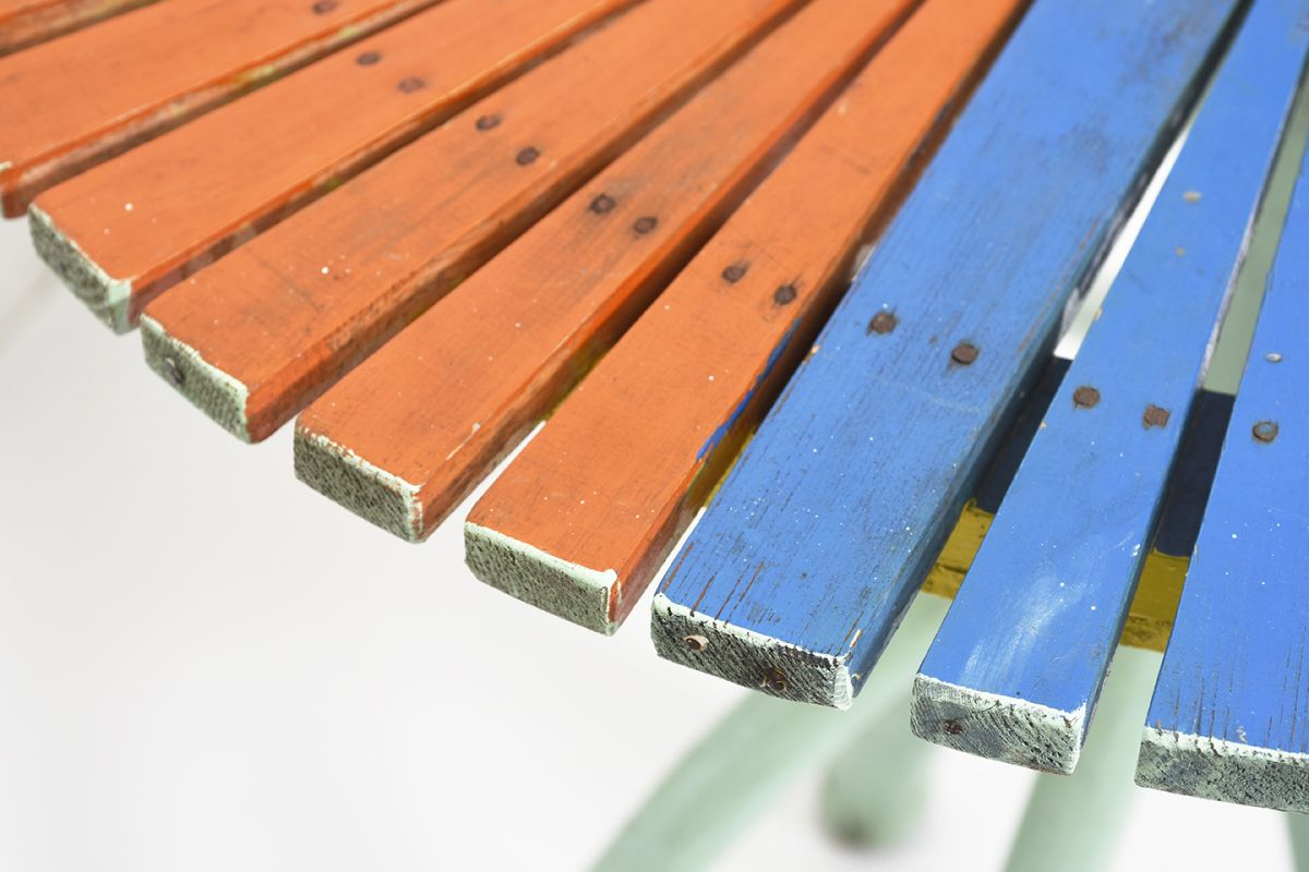 Anonymous-Colorful-Garden-Table_detail4