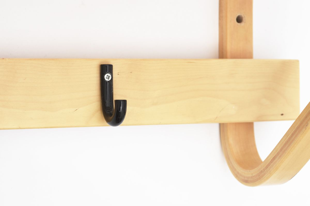Aalto-Alvar-Coat-Rack-Black-Hock_detail7