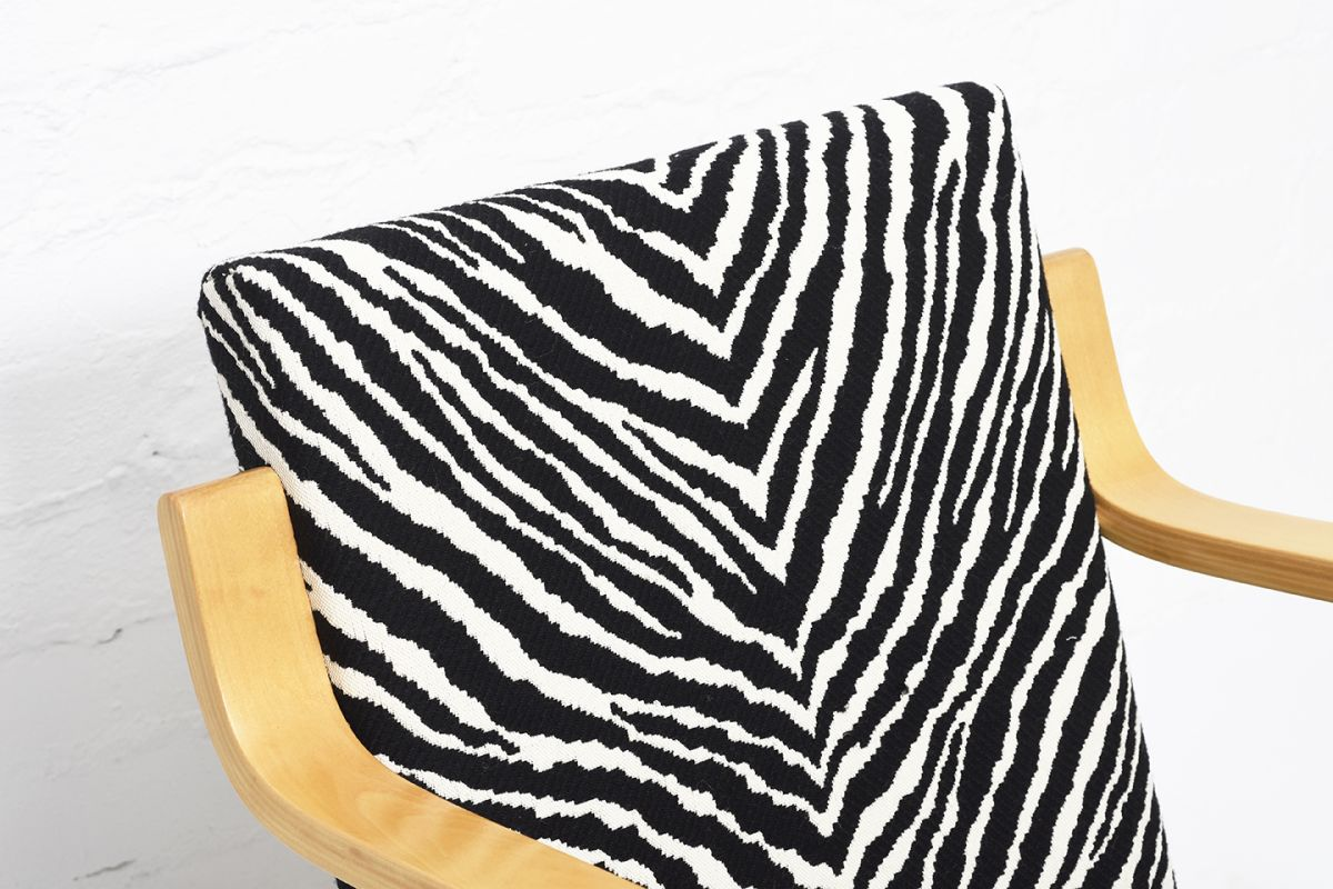 Aalto-Alvar-Armchair402-Birch-Zebra_detail1