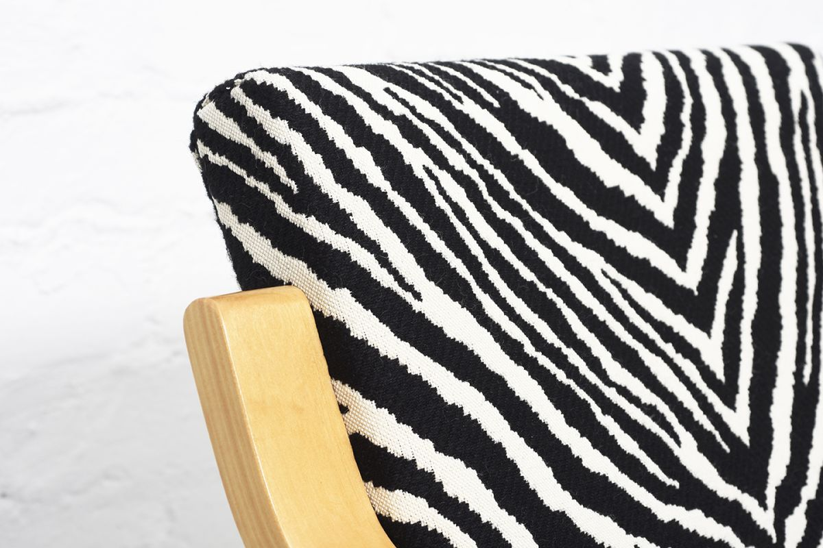 Aalto-Alvar-Armchair402-Birch-Zebra_detail2