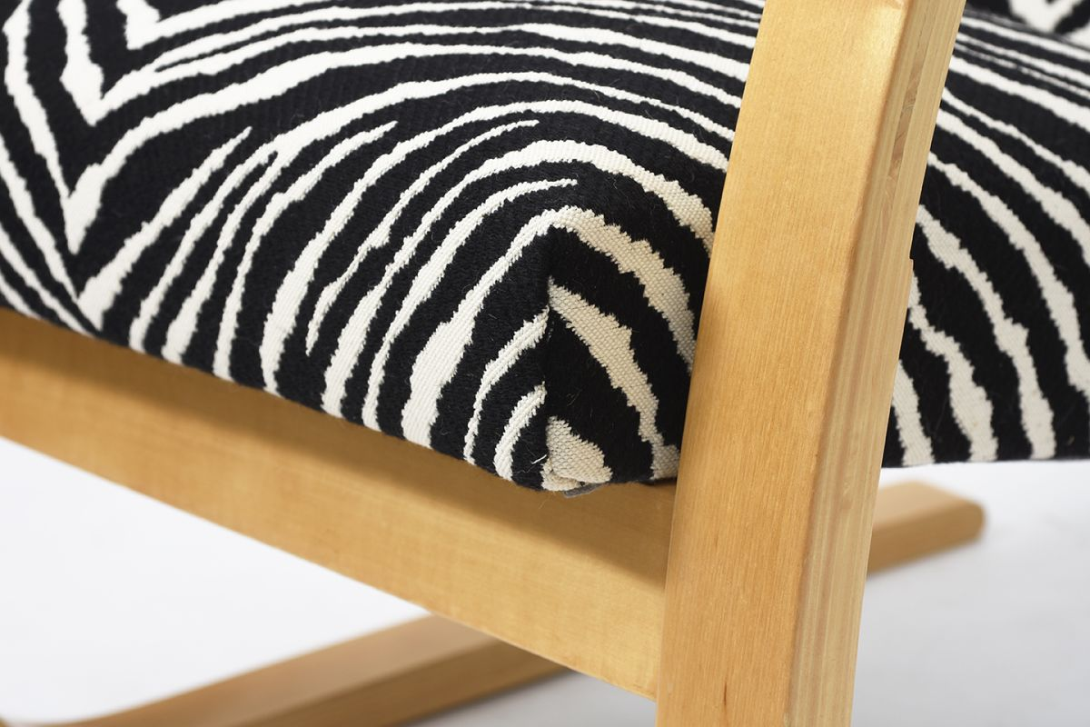 Aalto-Alvar-Armchair402-Birch-Zebra_detail5