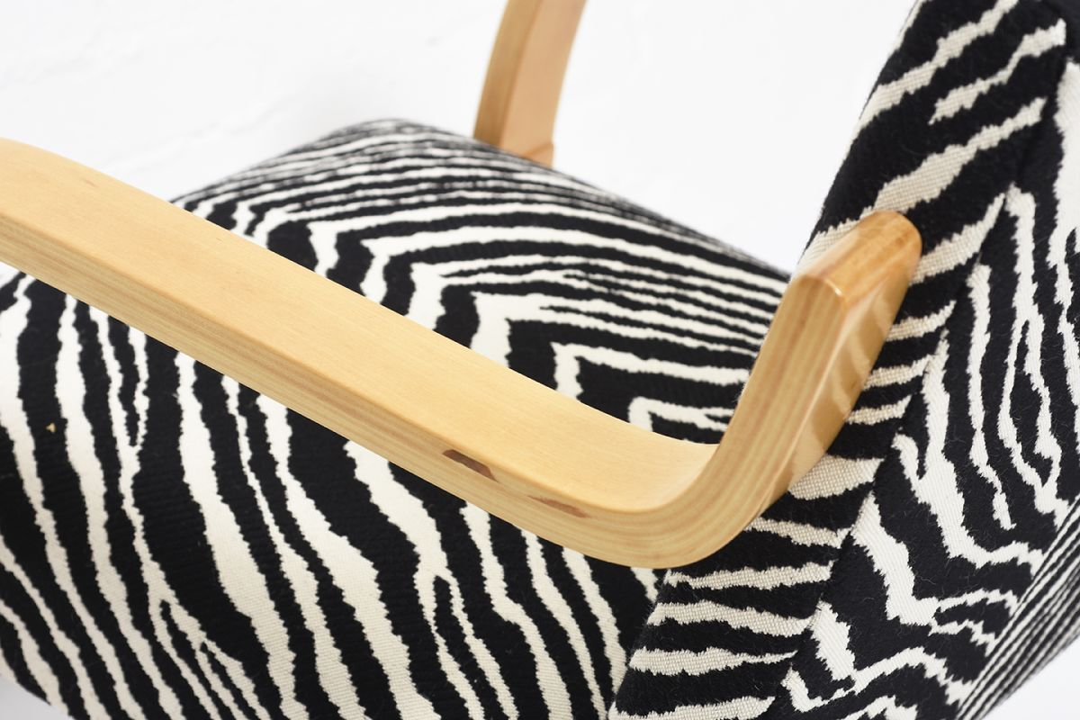 Aalto-Alvar-Armchair402-Birch-Zebra_detail6