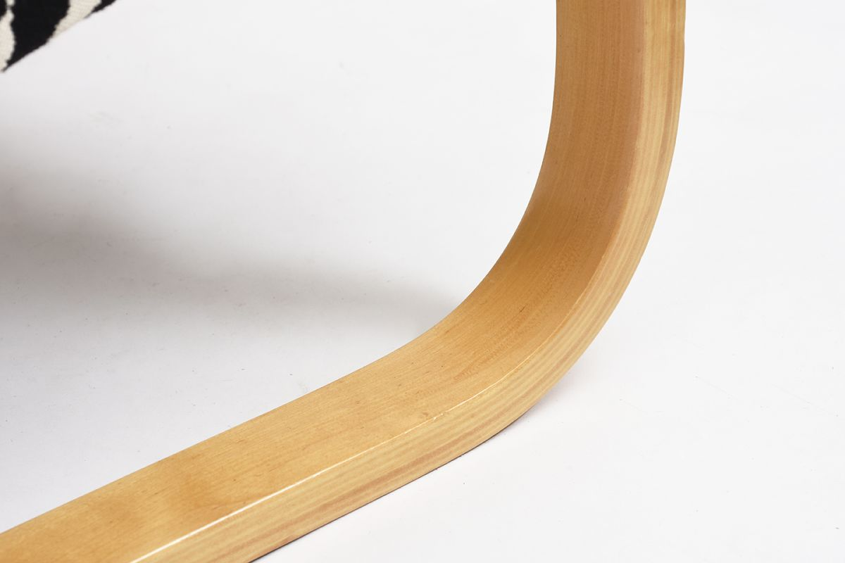 Aalto-Alvar-Armchair402-Birch-Zebra_detail7