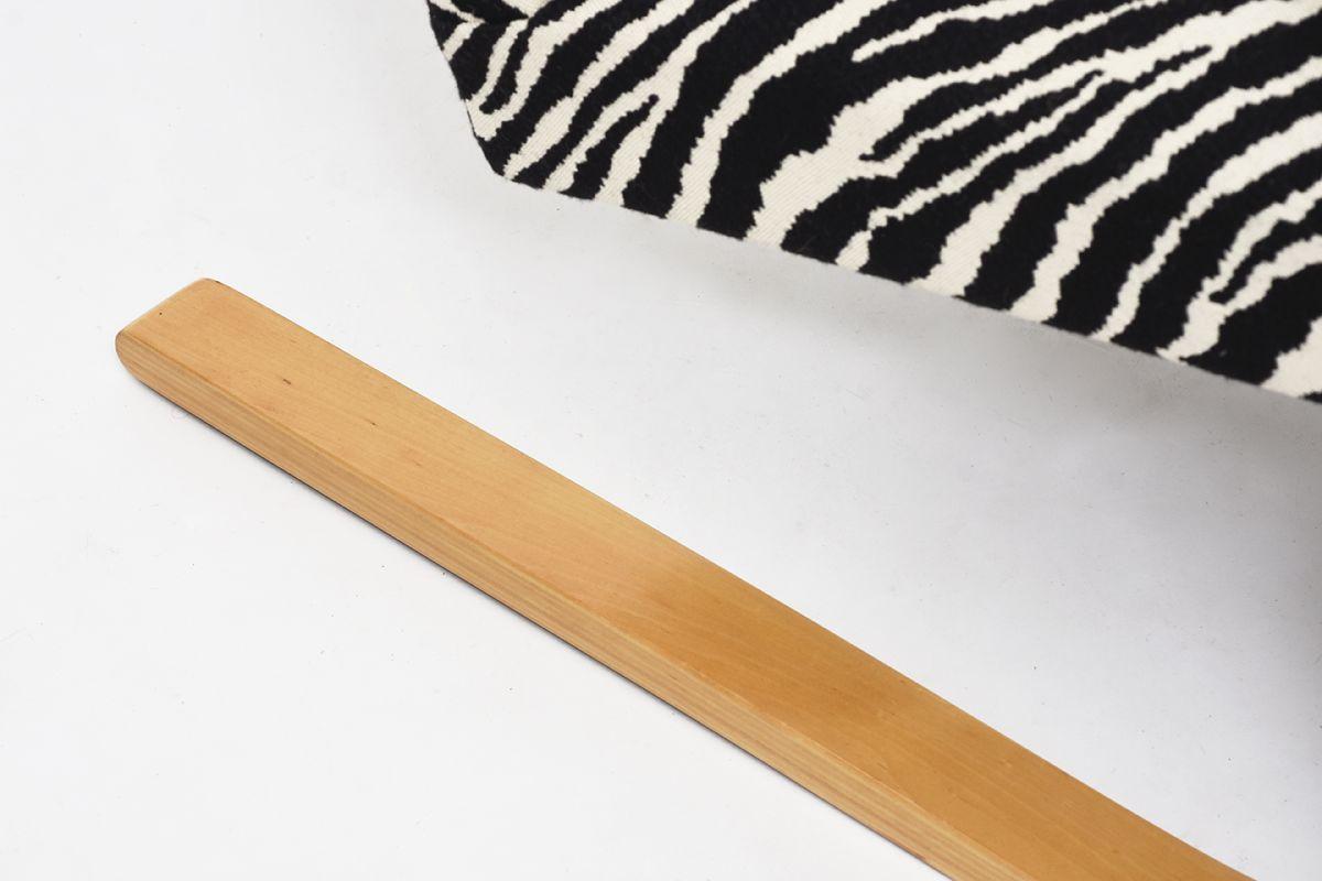 Aalto-Alvar-Armchair402-Birch-Zebra_detail8