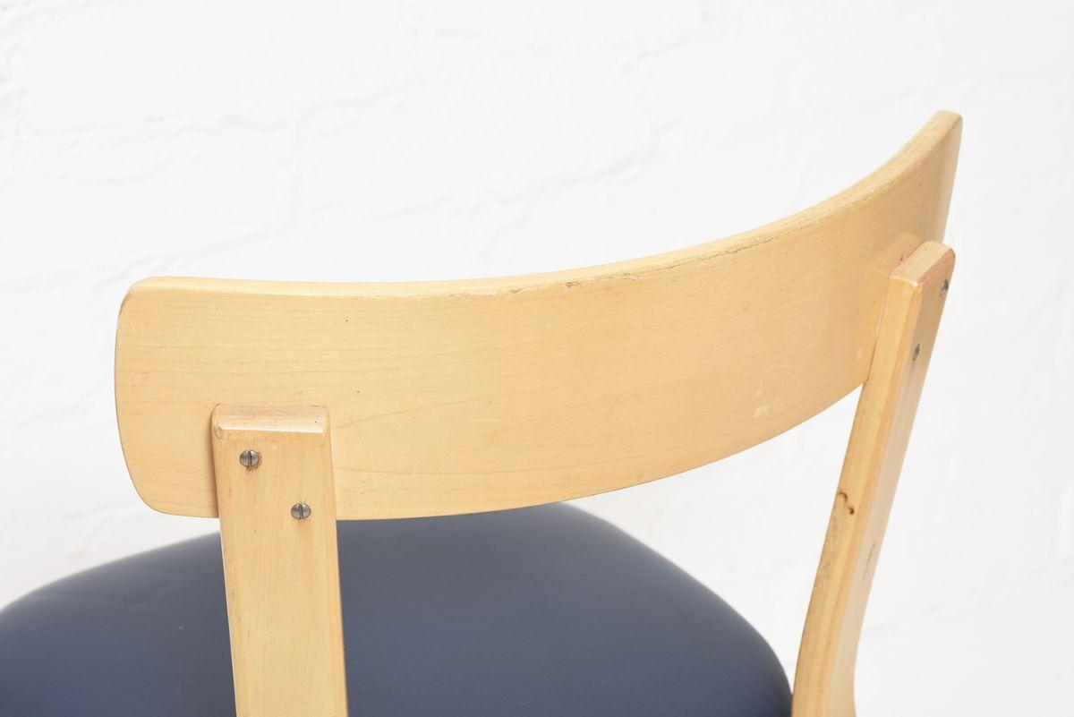 Aalto-Alvar-Chair69-Navy-Vinyl_detail3