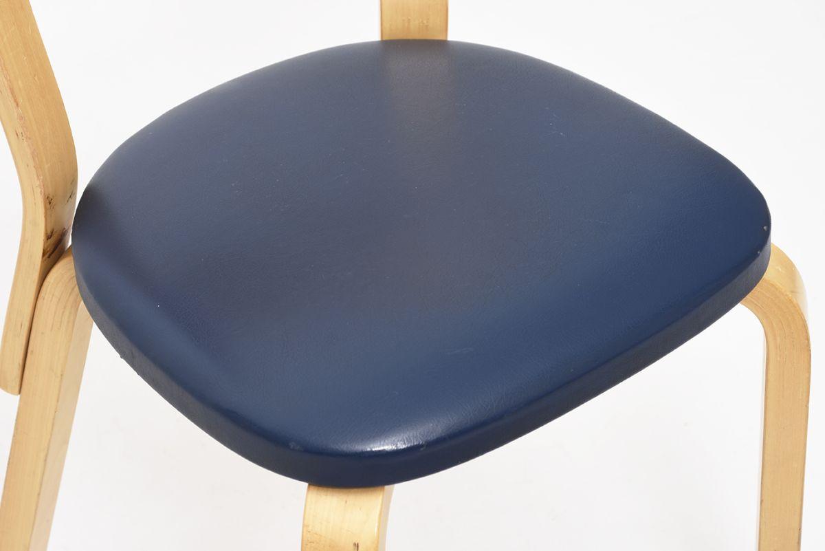 Aalto-Alvar-Chair69-Navy-Vinyl_detail5
