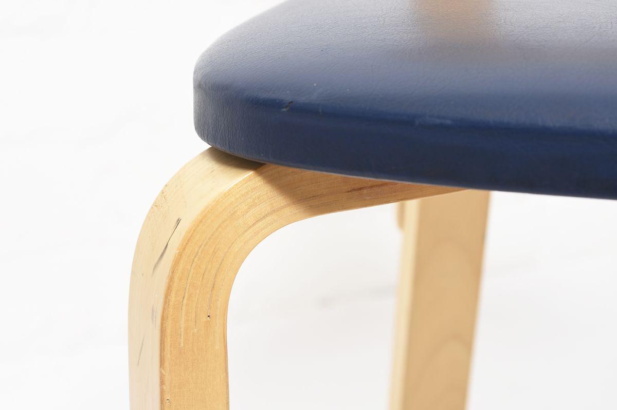Aalto-Alvar-Chair69-Navy-Vinyl_detail6