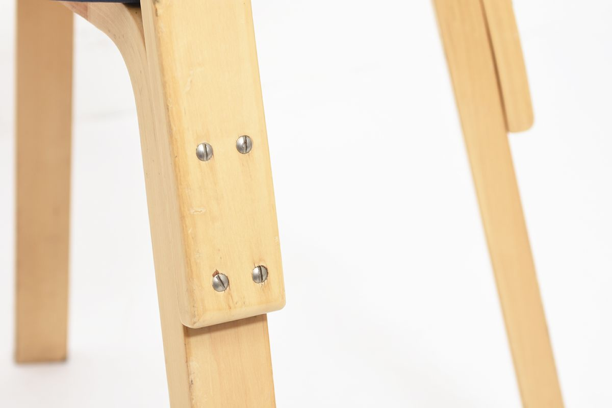 Aalto-Alvar-Chair69-Navy-Vinyl_detail7