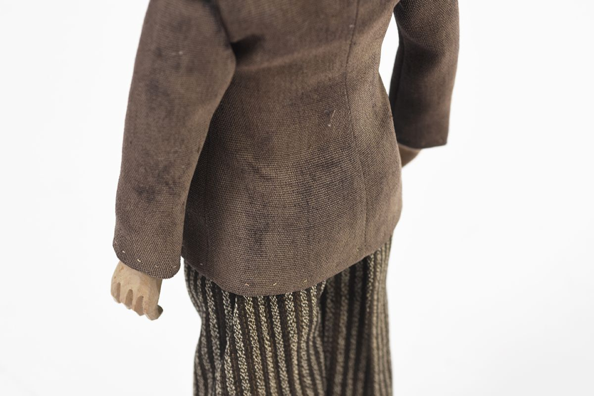 Wooden-Doll-1947_detail4