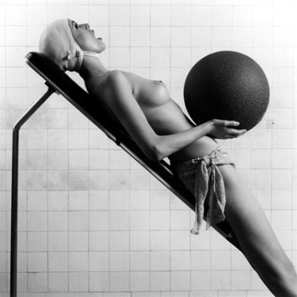 Robert Mapplethorpe  Italian Vogue, 1984  Silver gelatin print  Paper size: 40.6 x 50.8 cm / 16 x 20 ins  Edition 6/10