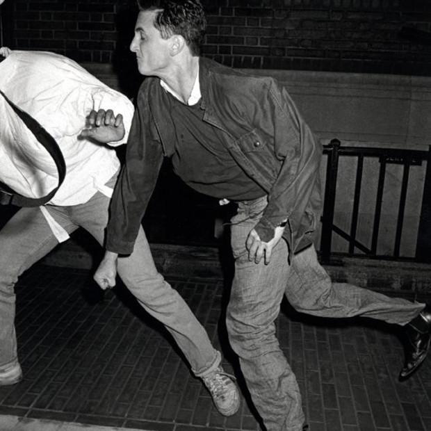 Ron Galella - Sean Penn, socks Anthony Galella
