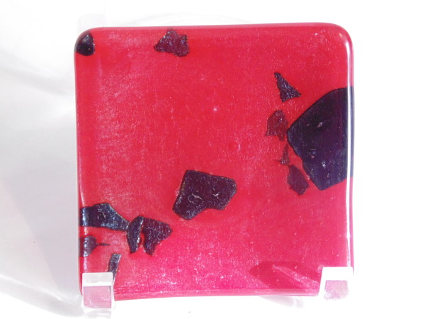 Small plate-Red with black irid