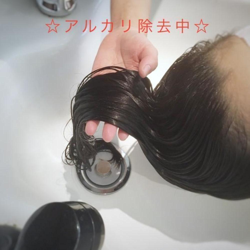 残留アルカリを取り除いて弱酸性の髪に導いてあげましょう