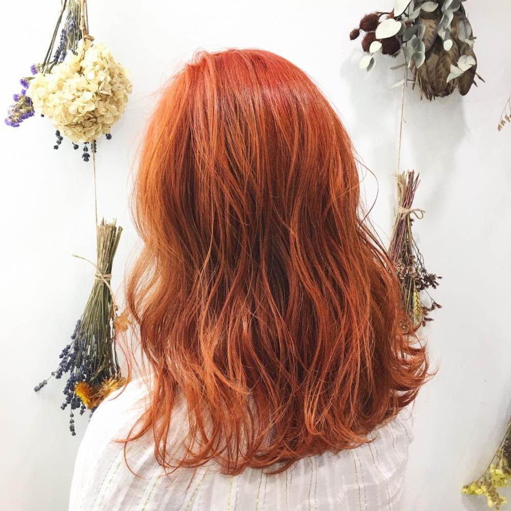 韓国人風カラー×ロングボブでオンリーワンの髪型に!