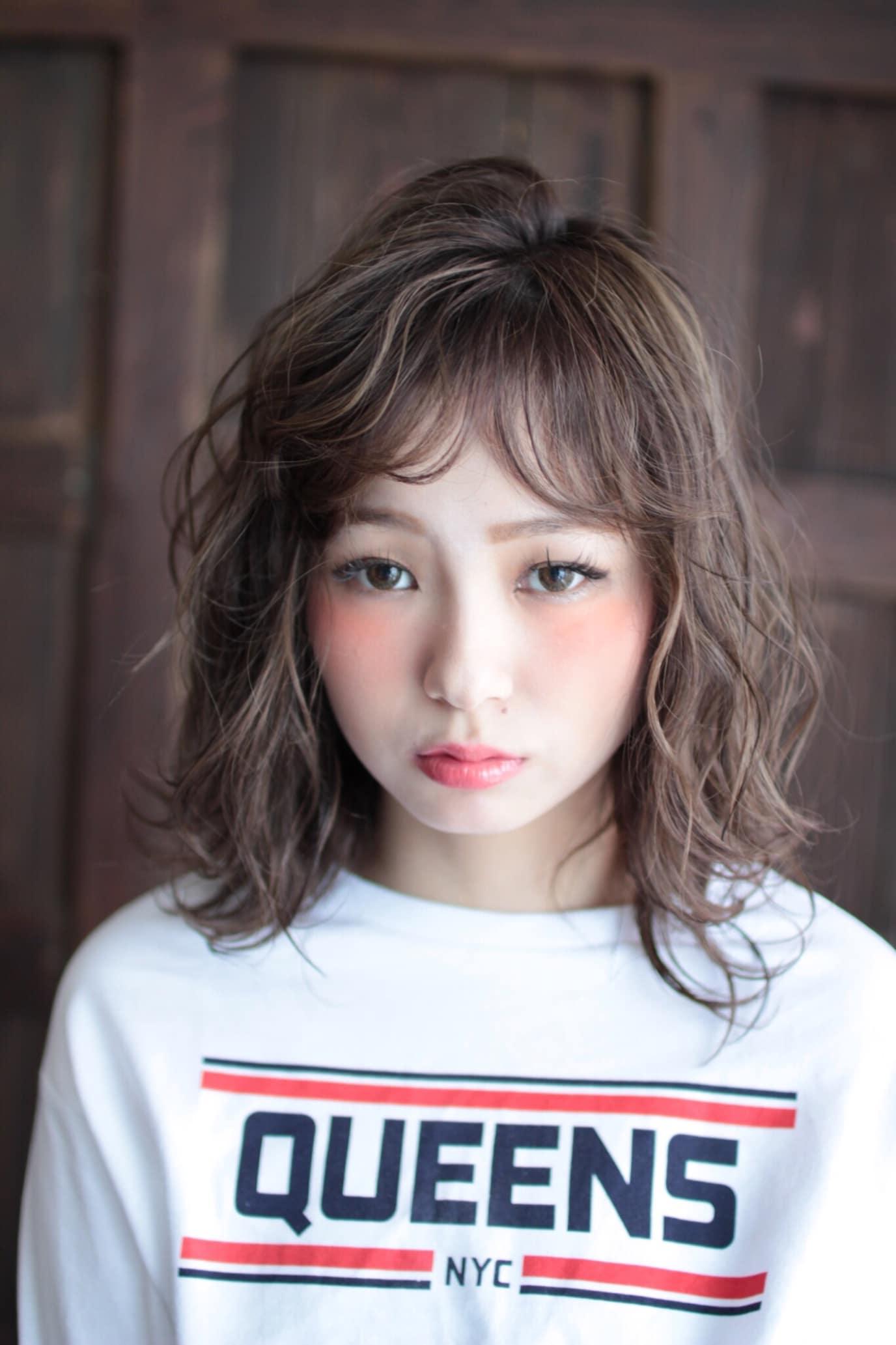 【S/Sスタイル】ハイライト×外ハネミディ
