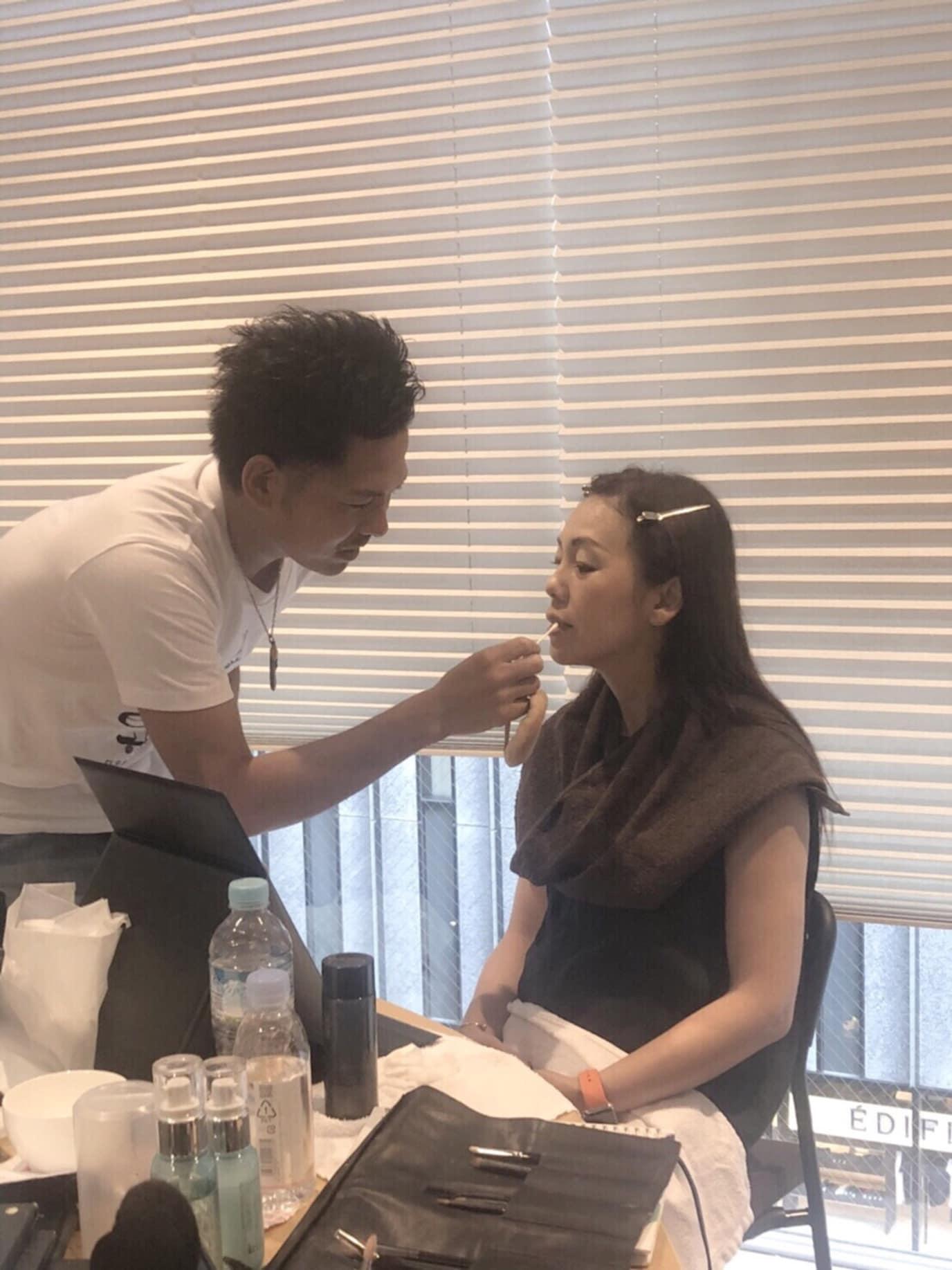 美容師がメイクのトレンドを追い続ける意味とは?