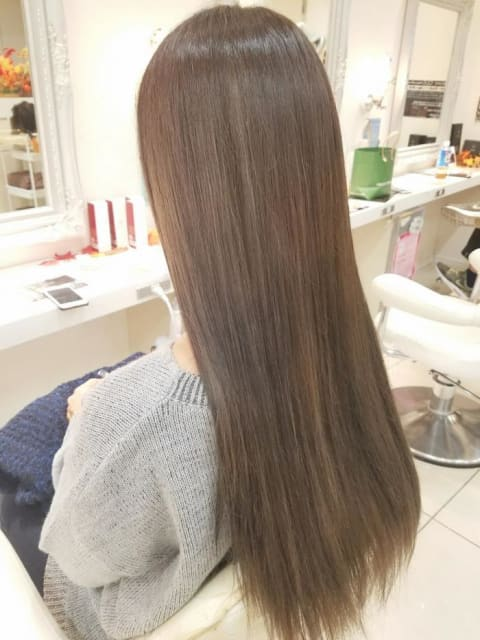 【明るい艶髪】スモークアッシュ×グラデーションカラー