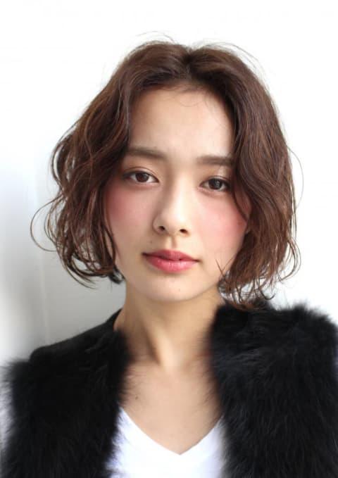グロッシーな濡れ髪ウェーブBOB【ar12月号掲載作品】