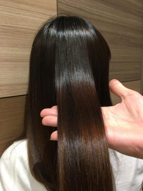 ツヤ髪ストレートヘア