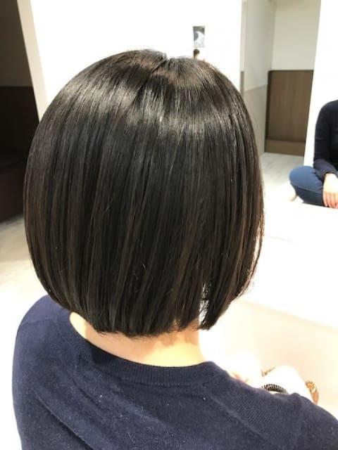 縮毛矯正でも自然な丸みのあるボブスタイル