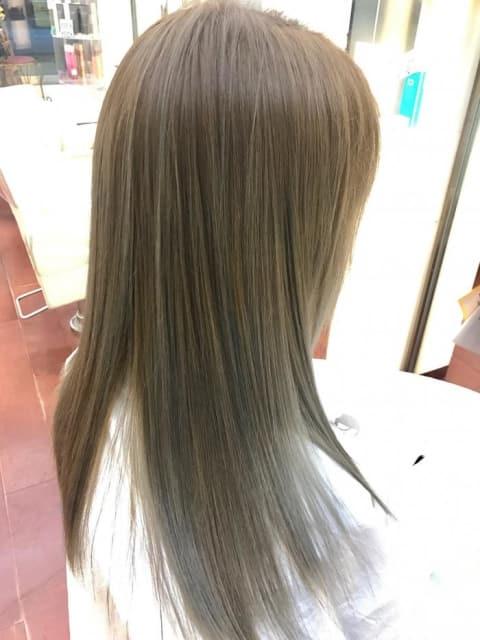 髪質改善、明るい髪でも縮毛矯正!