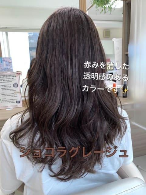 透明感のある暗髪カラー