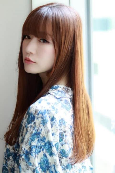 髪色で魅せるストレートロングヘア