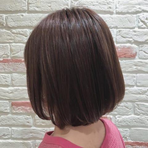 髪質改善トリートメントではねない艶ボブ
