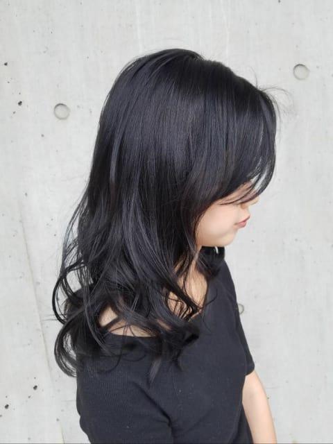 暗髪カラーのロングスタイル