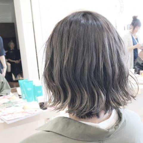透け感溢れる暗髪グレージュ