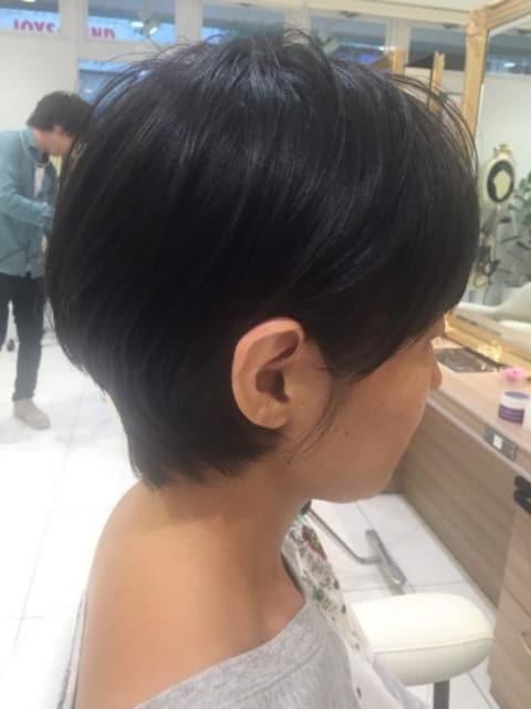 耳掛けスッキリショートヘア