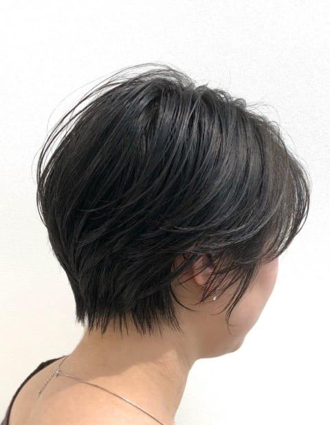 直毛でもキレイに収まるハンサムショート