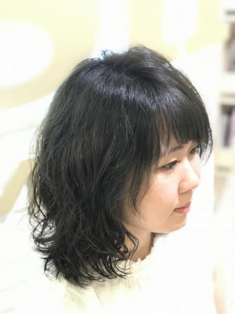 ミディアムヘアーのミックスウェーブパーマ