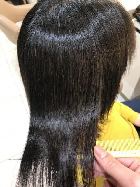 広がるクセでカラー毛に縮毛矯正