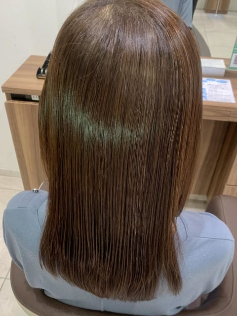 光を反射させる艶髪