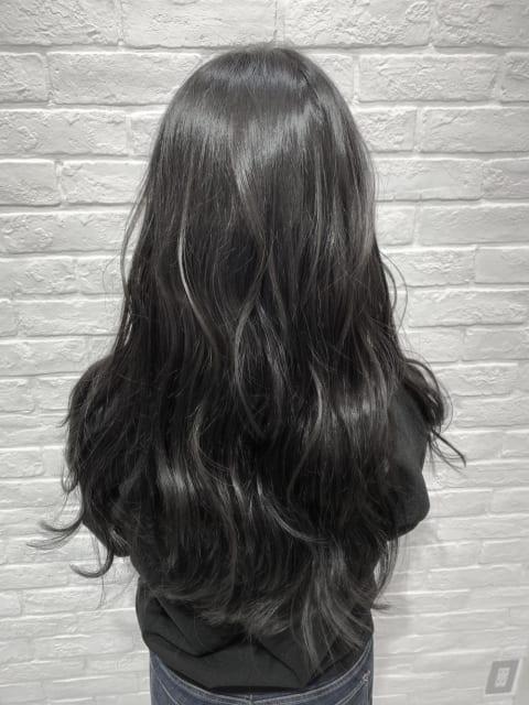 色落ちして明るくなった髪をイルミナカラーの新色『スターダスト』でトーンダウン♪