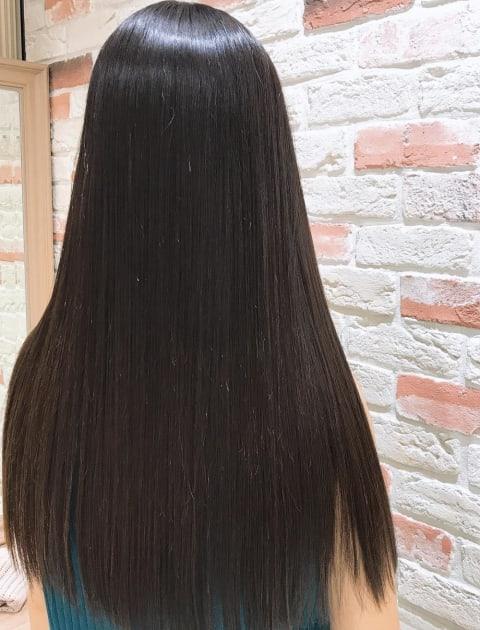 髪質改善縮毛矯正で繰り返しても艶さら持続のロング